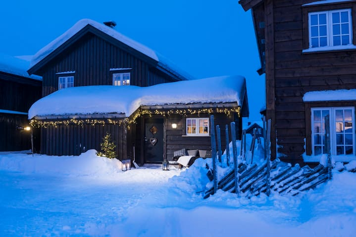 Vinterhytte ved alpinbakken på Hovden