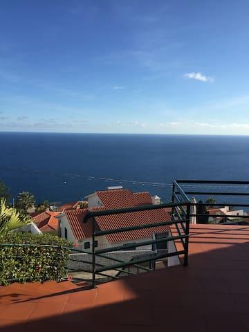 terrasse avec vue sur la mer