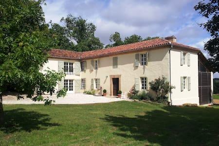 Spectacular Gascon farmhouse - Estipouy