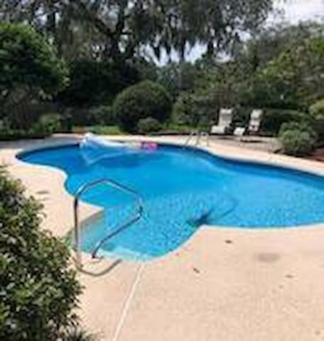 A Cut Above w/Pool-- near Jax *NO CLEANING FEE*