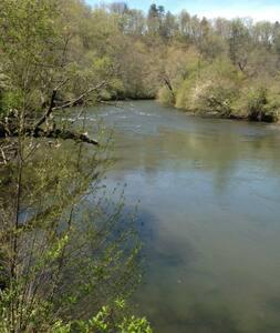 A Great Riverbend Escape