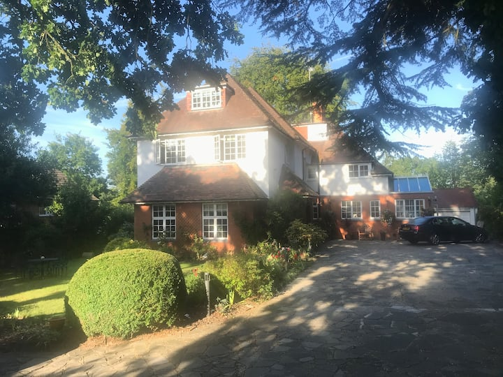 Beautiful Melford House Hotel in Farnborough