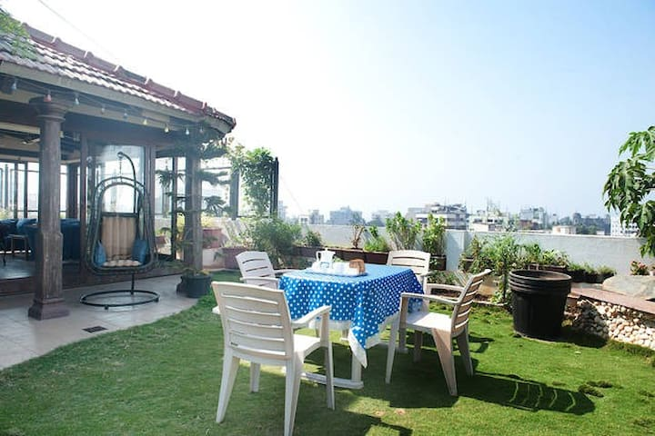 Beautiful 2 bedroom Terrace apartment in Juhu - Bombay - Daire