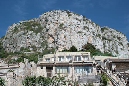 Case in pietra sul mare al Ciolo - sud - Gagliano del Capo - Earth House