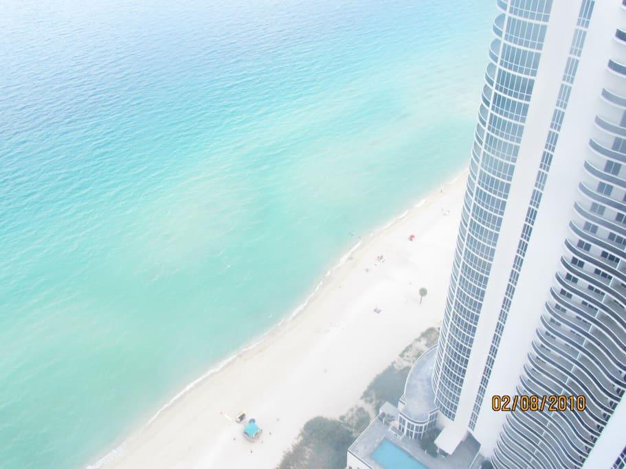 39 th Floor with amazing ocean views