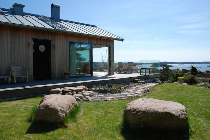 House with great ocean view - Grundsund - Talo