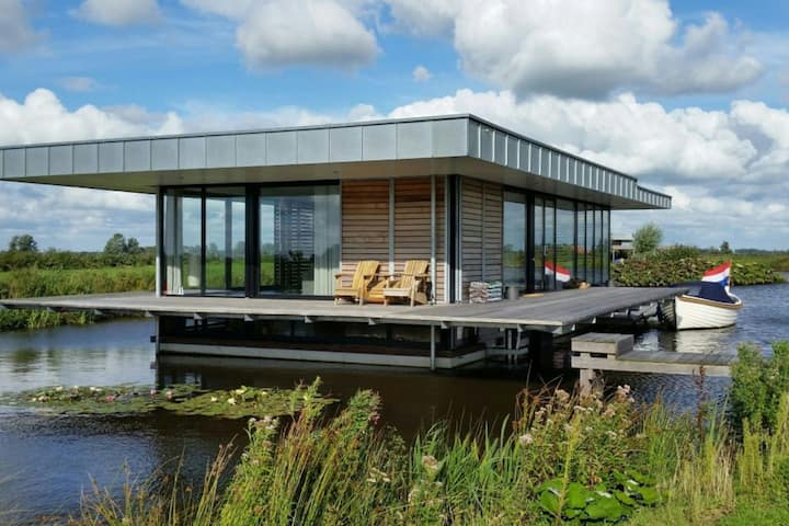 Special water villa only accessible by boat with sauna in the park Ee