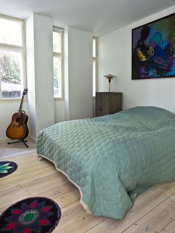 Bedroom with twinbed