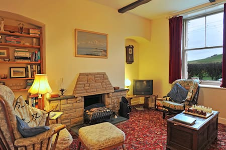 Former railway cottage. 2 bedrooms - Cornhill-on-Tweed - House