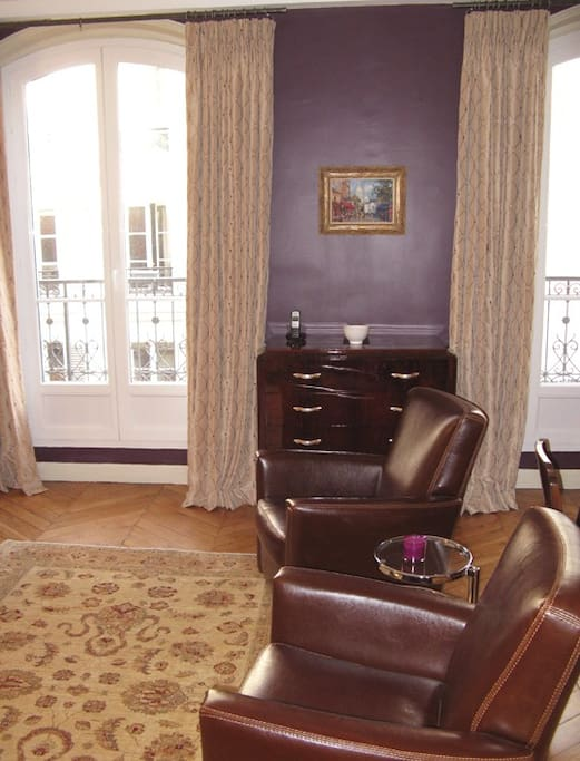 The apartment features high-quality furnishings, Oriental rugs and original mid-20th century art.