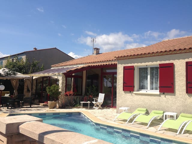 Pérols : villa avec piscine