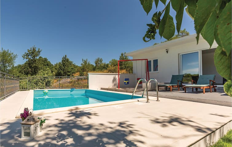 Semi-Detached with 3 bedrooms on 119m² in Vinjani Donji