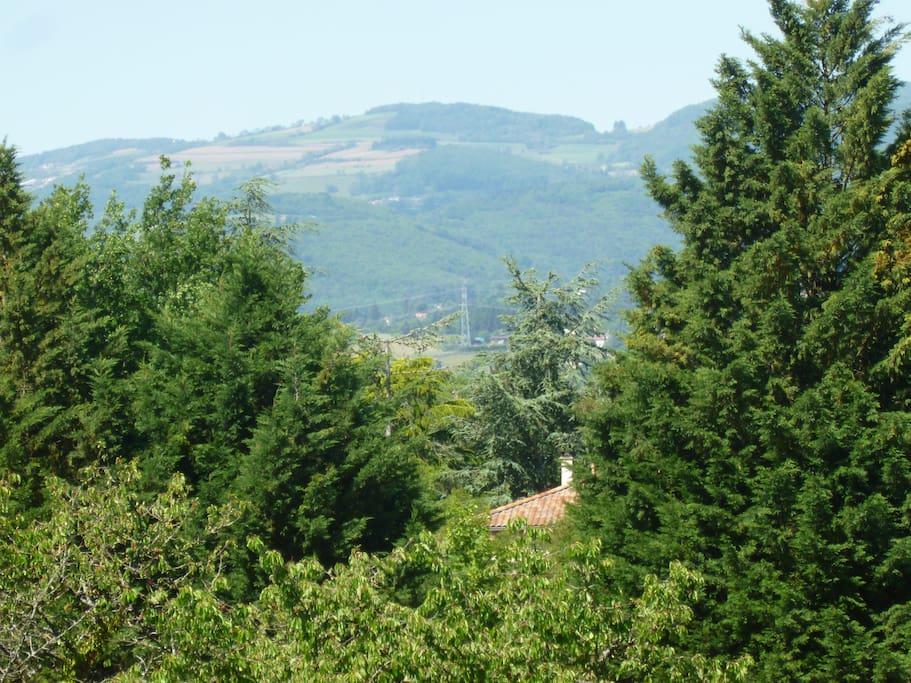 ...en bordure d'une zone naturelle protégée à haute valeur écologique.