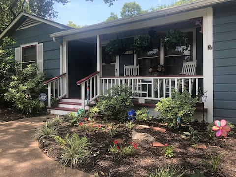 """The """"Kozy Cottage"""" in Historic League City."""