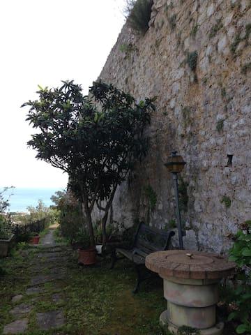 Among the ancient walls and the sea - San Felice Circeo - Villa
