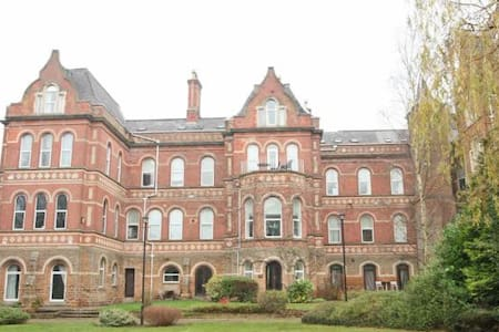 Cosy Apartment in Famous Building - Nottingham