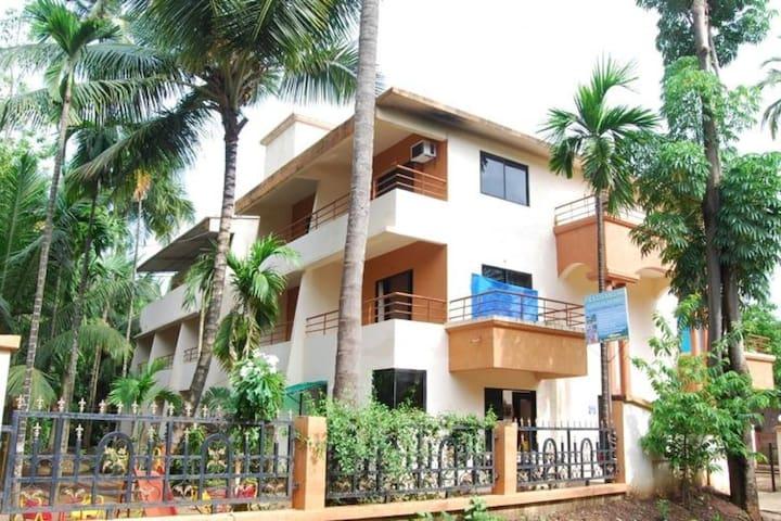 Well-equipped abode for 3, near Diveagar Beach