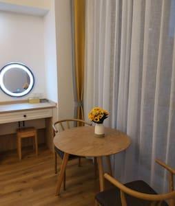 暖暖(。・ω・。)②-近万达独立公寓 双人大床房 空调 洗衣机 冰箱