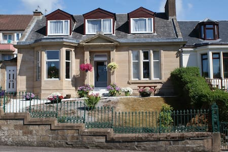 Dean Park B and B - Kilmarnock - Bed & Breakfast
