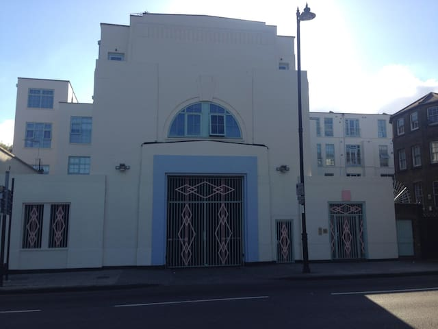 Art Deco Hackney haven