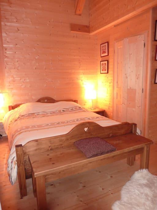 Chambre spacieuse avec literie confortable 160x200 et rangements