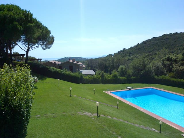 Nice apartment in the countryside with large pool - Punta Ala - Apartmen