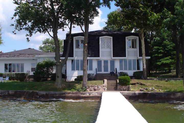 Lake Maxinkuckee East Shore Home - Culver - Casa