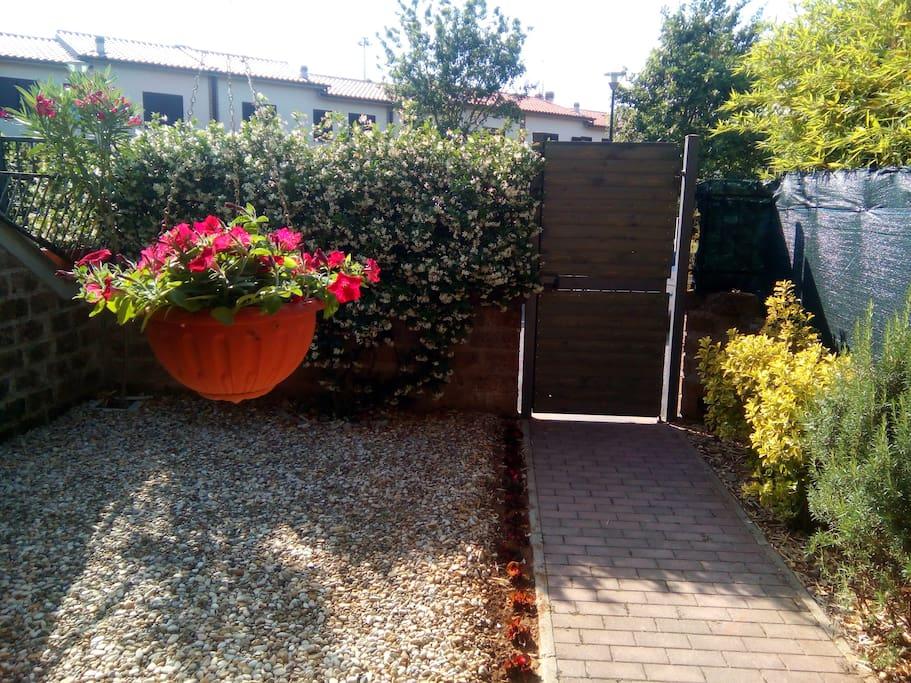 Giardino e ingresso