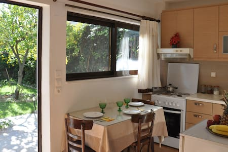 Sunny apartment with garden - Nafpaktos - Apartemen