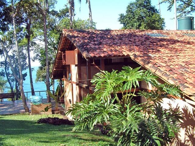 Vista incrível e local reservado - Ubatuba - House