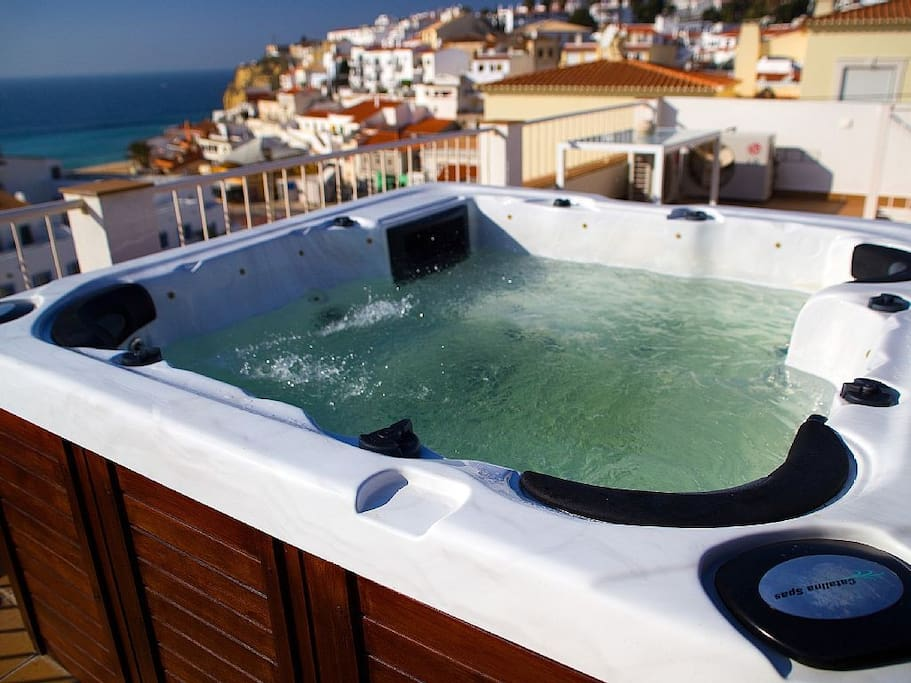 Hot tub on the roof, perfect for a Prosecco & strawberries