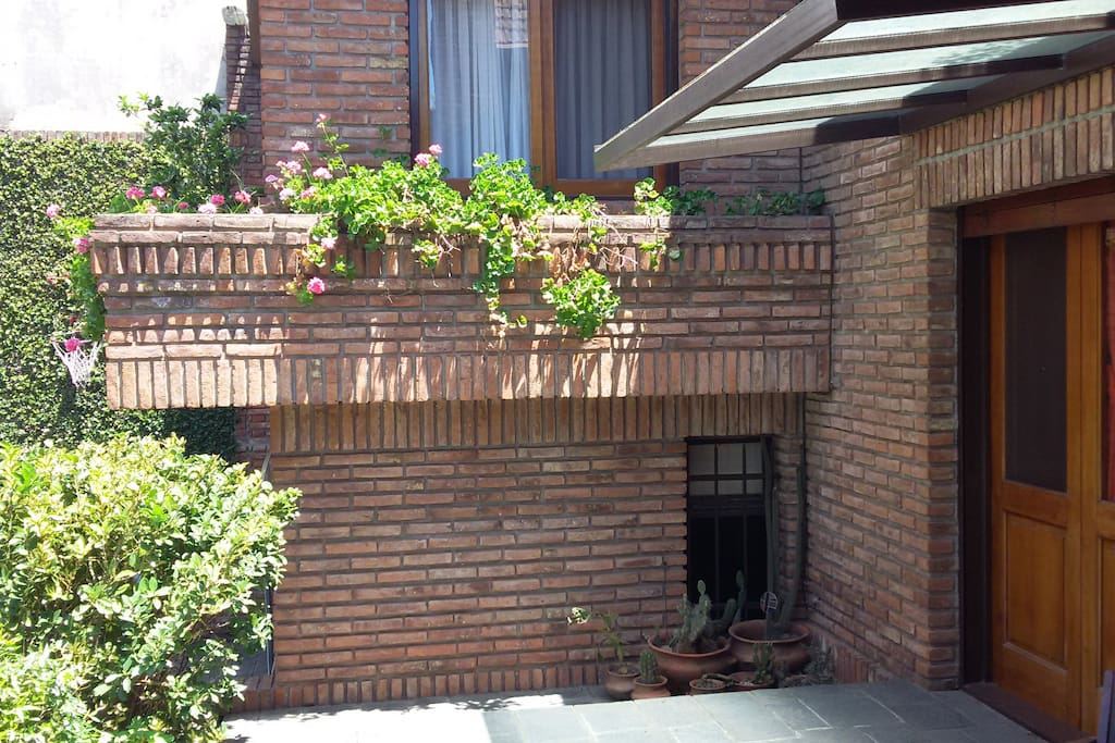 En parte inferior, ventana habitacion de huespedes