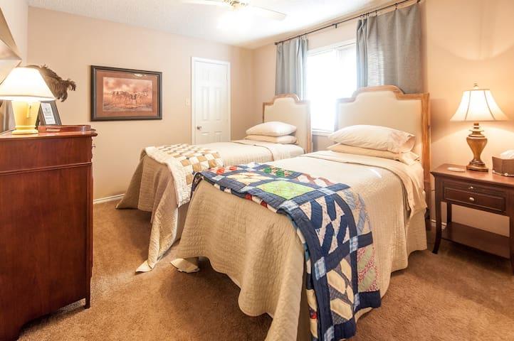 Comfy Twin Beds in Lubbock - Lubbock - Casa