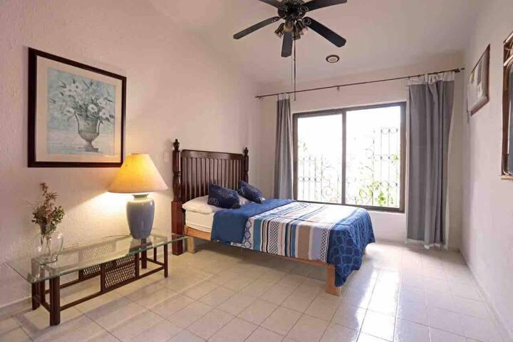 Linda habitación doble en el centro de Cancún