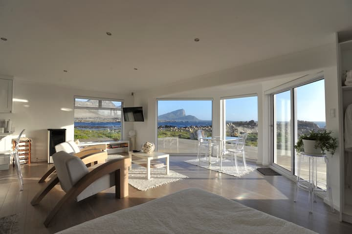 Luxury apartment at the ocean, 1 hour to Cape Town