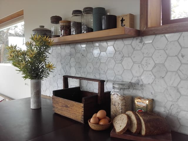Quiet mountain retreat minutes from CBD - South Hobart - House