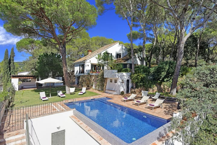 LA CASONA-Villa with private pool in the center of Tamariu-Costa Brava