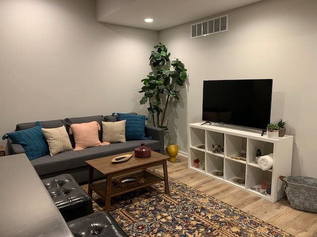 Brand New Downtown Indy Apartment + Garage Parking