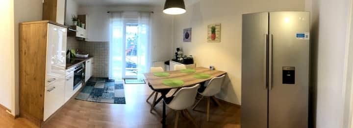 moderne möblierte Wohnung mit zwei Schlafzimmern