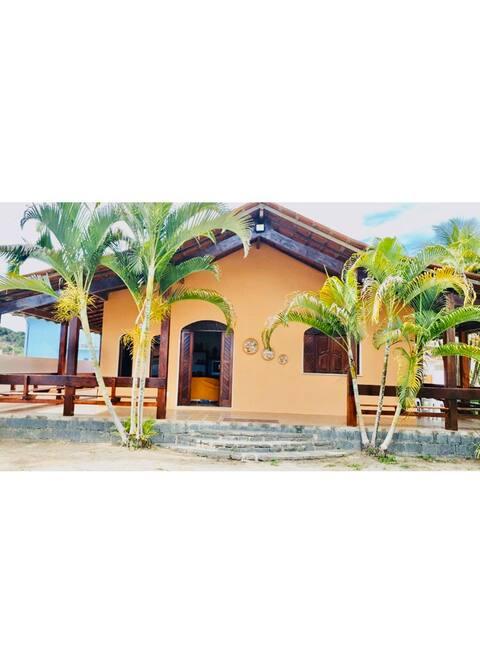 Casa ampla, condomínio privado, ar condicionado