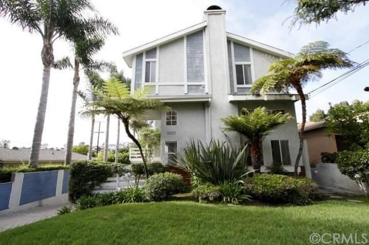 Redondo Beach 3BR Gorgeous Townhome