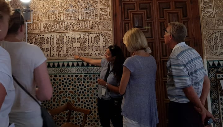 showing the caligraphy in the palace
