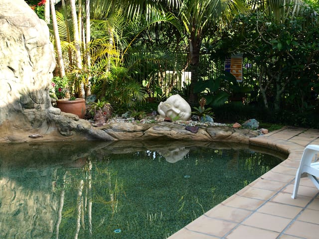 Noosa Hinterland Retreat Tennis Court  Rain Forest - Tinbeerwah - Appartement