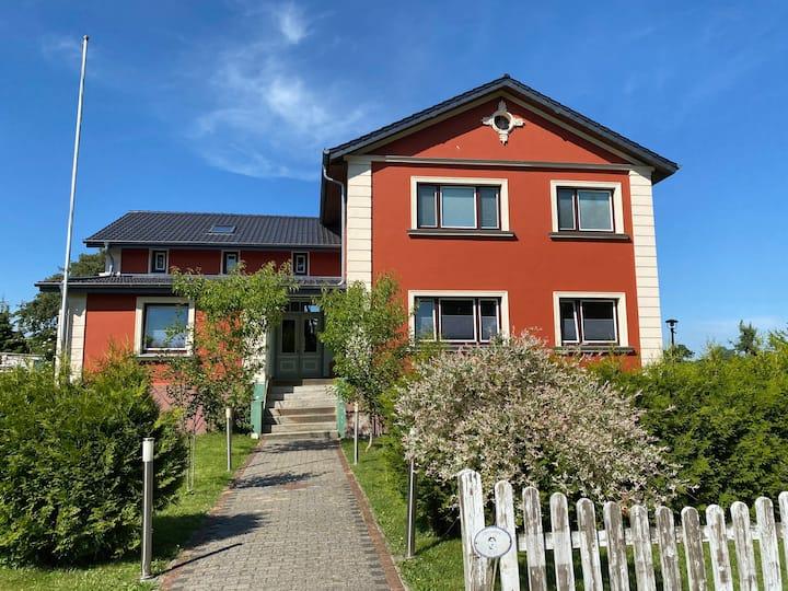 Tolle Ferienwohnung in Villa, Kiel- und Kanalnah