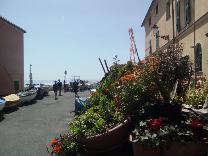 Charming maisonette by the beach near Boccadasse