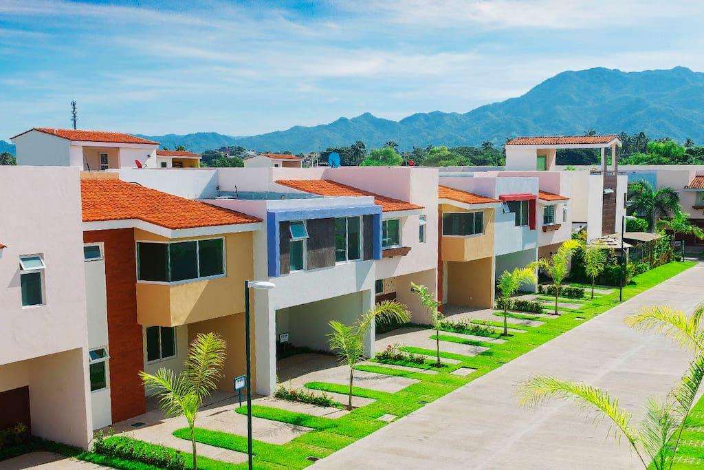 casas modernas, construcción nueva area limpia y segura cerca de todo.