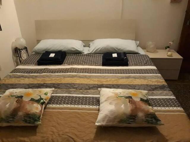 Amazing Double bedroom shared bath
