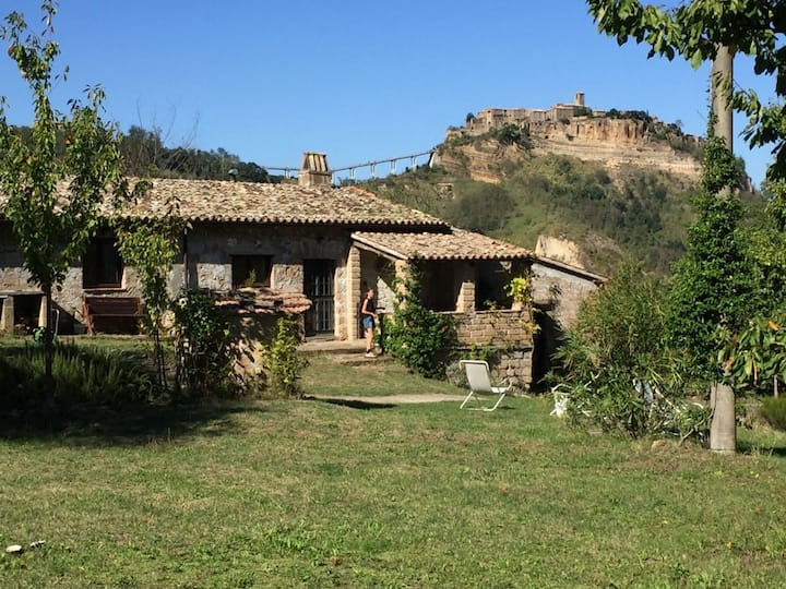 Valley location, views of Civita