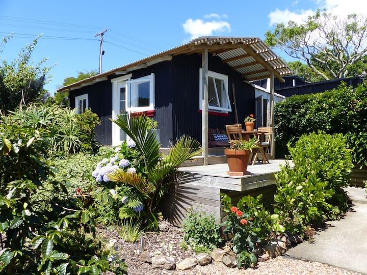 Anzac Bay garden studio - breakfast included
