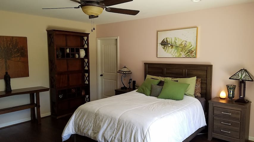 Stunning Guest Suite in Lake Balboa